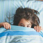 Как помочь ребенку побороть страх темноты?