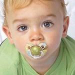 Нужна ли маленькому ребенку пустышка
